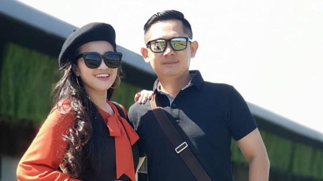 Fitri Carlina dan suami