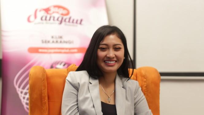 Foto Anis Fahira saat Mengunjungi Markas JagoDangdut.com