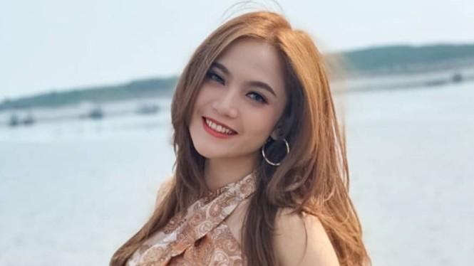 Jepretan Senyum Dara Trio Macan yang Menggemaskan
